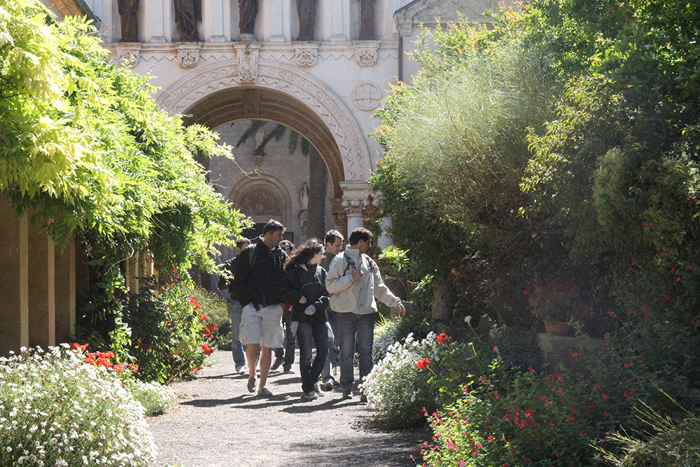 Nature rallye: on an island off Cannes participants admire architecture and the natural environment